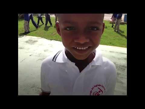 Agua potable, un regalo del cielo para los alumnos de la escuela Mata Limón, República Dominicana